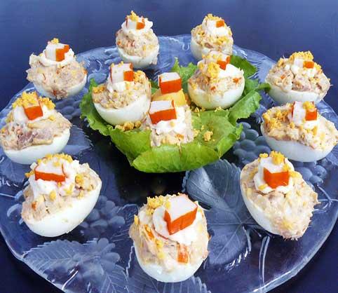 huevos-rellenos-de-palitos-de-cangrejo-y-atun