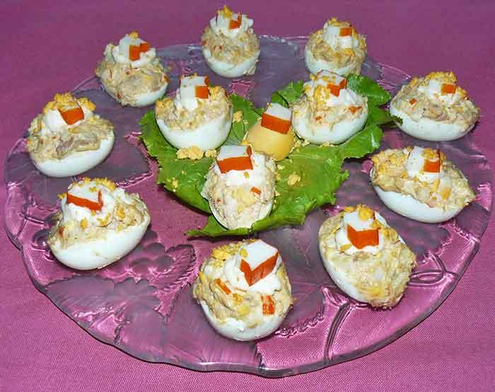 Huevos rellenos de palitos de cangrejo