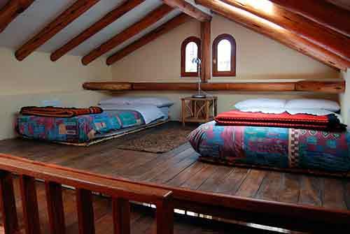 Altillos para dormitorios la mansi n de las ideas - Como hacer un altillo de madera ...