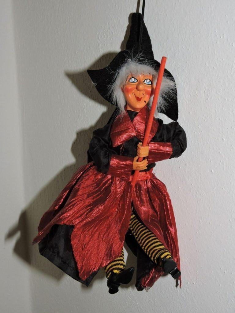 bruja con escoba
