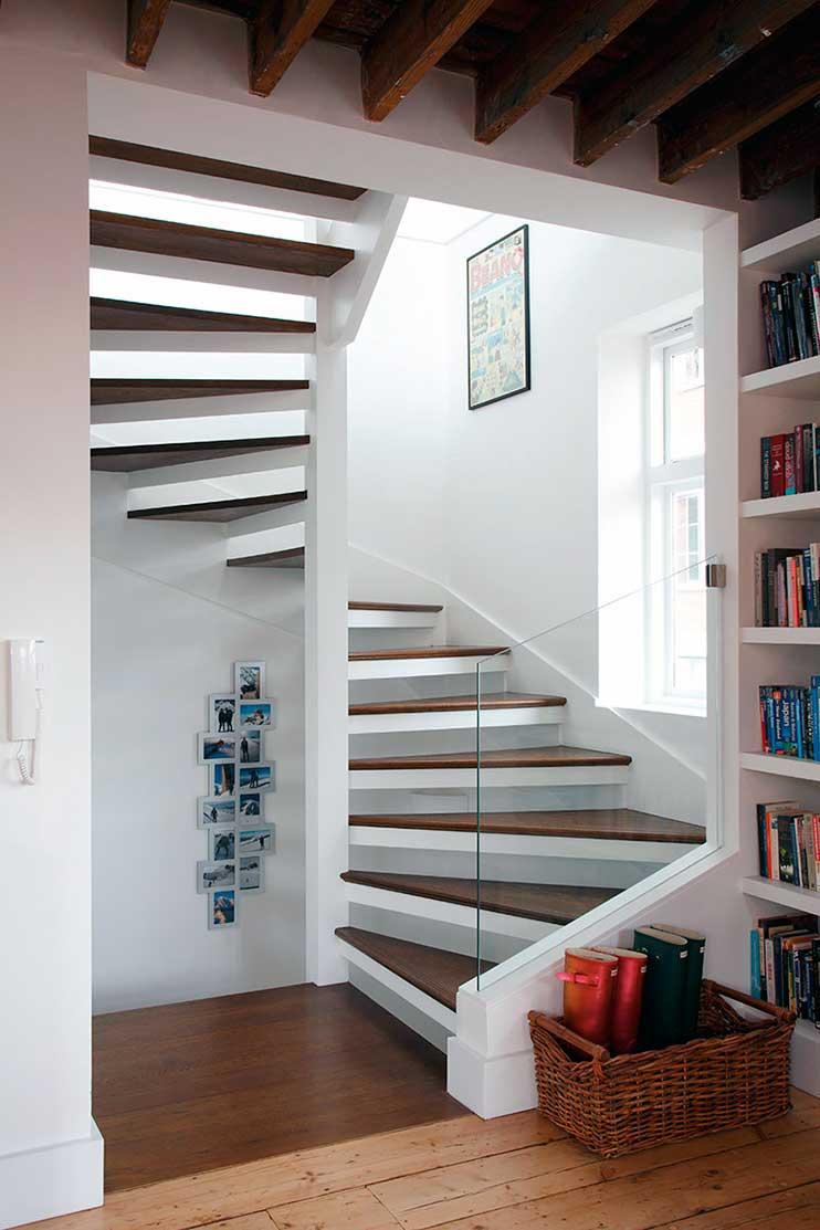 10 modelos de escaleras para casas la mansi n de las ideas for Ideas para escaleras
