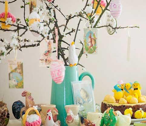 huevos-para-decorar,-centro-de-mesa-con-ramas-decorado-con-huevos-decorados