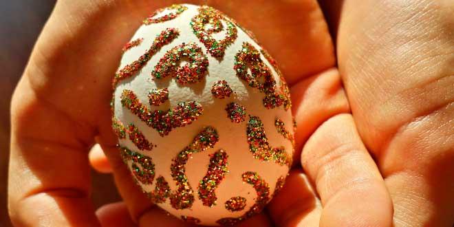 huevos-para-decorar,-huevo-decorados-con-brillantina-o-purpurina