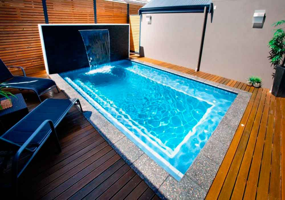 17 piscinas peque as para jardines minis la mansi n de for Modelos de piscinas con cascadas