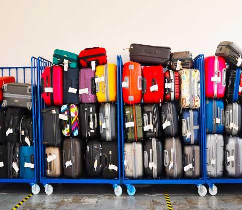 maleta-vacaciones-avion-ropa-vuelos-baratos-carro-de-maletas
