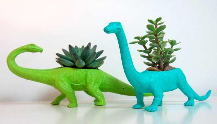 macetas,-reciclaje,-plantas,-dinosaurios,-juguetes-rotos