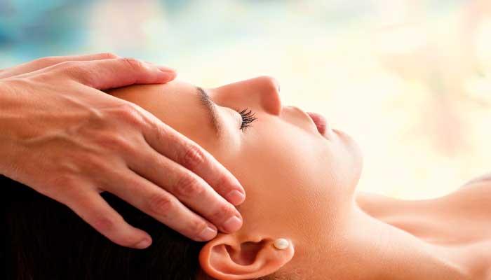 remedios-caseros-dolor-de-cabeza-masaje-en-la-cabeza