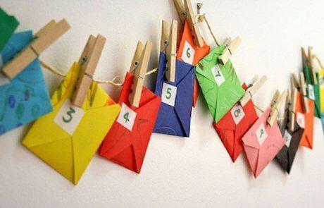 calendarios-de-adviento-con-sobres-y-cuerda-y-pinzas-de-la-ropa