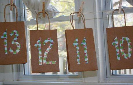 calendarios-de-adviento-hecho-con-bolsas-kraft-y-numeros-con-papel-de-regalo