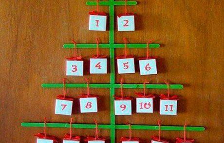 calendarios-de-adviento-hecho-con-palos-de-polo-y-cajitas-de-cartulina-atados-con-cuerda-roja