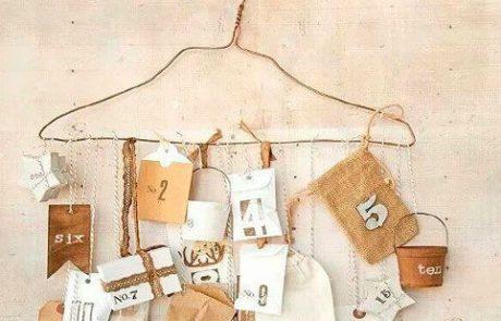 calendarios-de-adviento-hecho-con-percha-y-scrapbooking-con-regalos-de-diferentes-formas