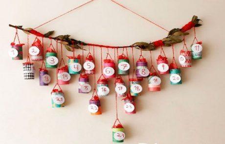 calendarios-de-adviento-hecho-con-rama-de-laurel,-cuerda-roja-y-rollos de papel higienico