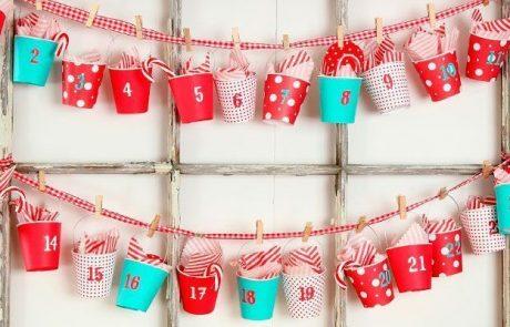 calendarios-de-adviento-hecho-con-vasos-biodegradables-de-colores