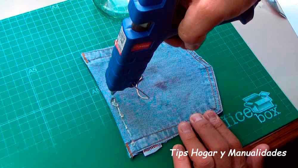 Cómo reciclar botes de cristal con tela vaquera