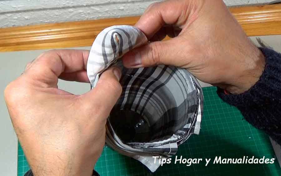 Cómo hacer un dispensador para reciclar bolsas de plástico