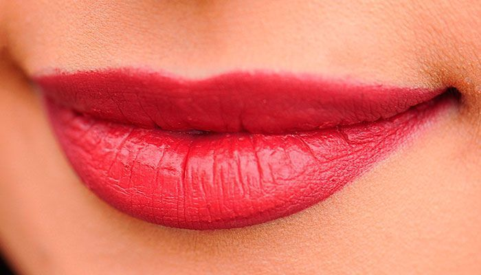 Vicks-VapoRub,-labios-agrietados,-labios-suaves,-labios-sensuales