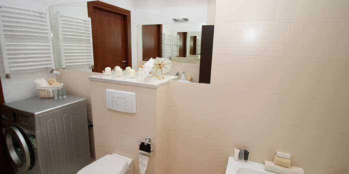 Lavadora y secadora en el cuarto de baño. ¡Sácale el máximo partido!