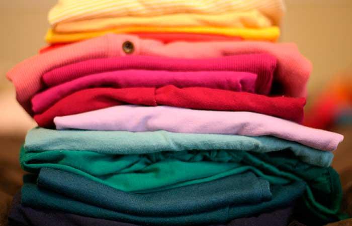 planchar-ropa,-ropa-doblada,-camisetas-dobladas