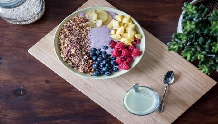 yogur con frutas y cereales