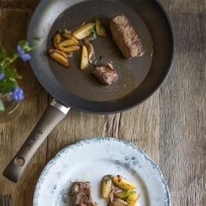 cocinando carne en sartén illa olivilla
