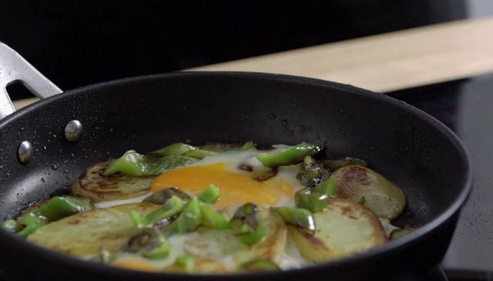 cocinando huevos en valira aire