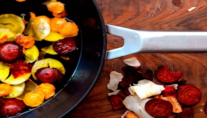 cocinando verduras en sartén valira aire