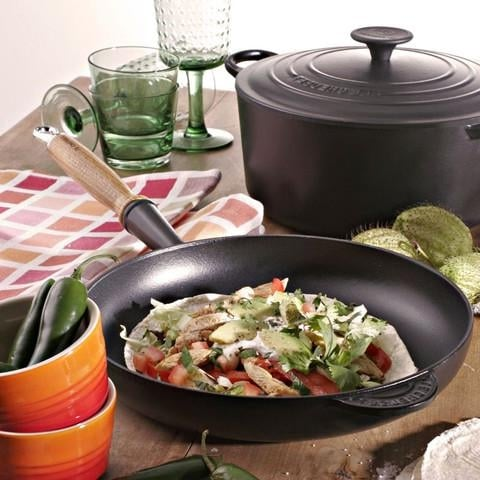 cocinando sarten valira black