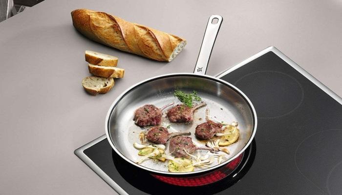 cocinando carne en sarten wmf
