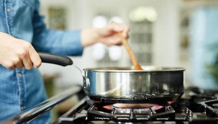 cocinado con sartén honda wmf