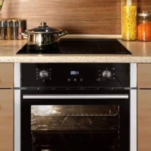 olla encima de un horno con placa de inducción