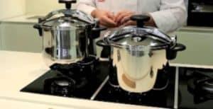 chef cocinando con ollas express magefesa de 8 litros